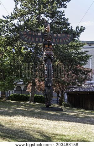 the totem poles in the Stanley Park Vancouver
