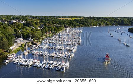 La Roche Bernard sits on the banks of La Vilaine and is a haven for boating enthusiasts