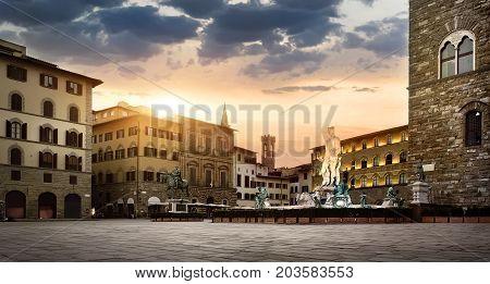 Sunrise at square of Signoria and palazzo Vecchio in Florence, Italy