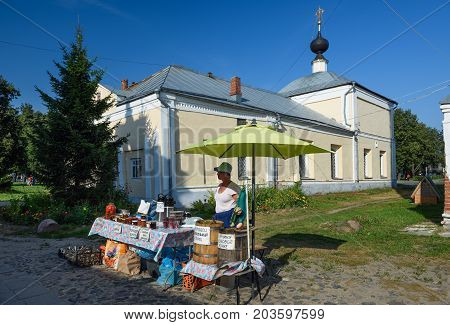 SUZDAL/ RUSSIA - AUGUST 19, 2017. Street trade in front of the Kazan Church in the historical center of Suzdal. Goden Ring, Russia.