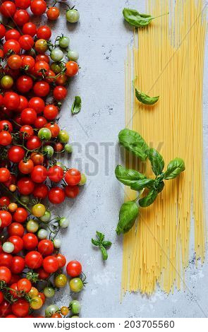 Italian spaghetti with green basil and cherry tomatoes