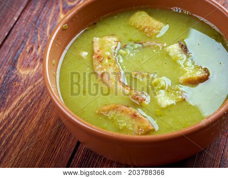 London Fog - English Pea soup , close up meal