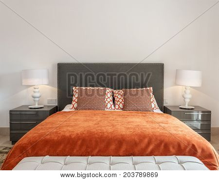 The modern bedroom has a bedroom with a bed and decorative pillows.