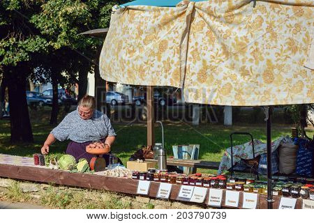 SUZDAL/ RUSSIA - AUGUST 19, 2017. Street trading in the historical center of Suzdal. Vladimir region, Russia.