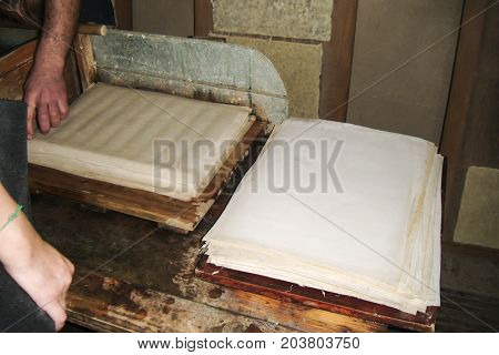 Samarkand paper has a characteristic yellow tinge. It is not specifically bleached with chemicals and therefore the shelf life of it is longer than that of ordinary white paper dozens of times