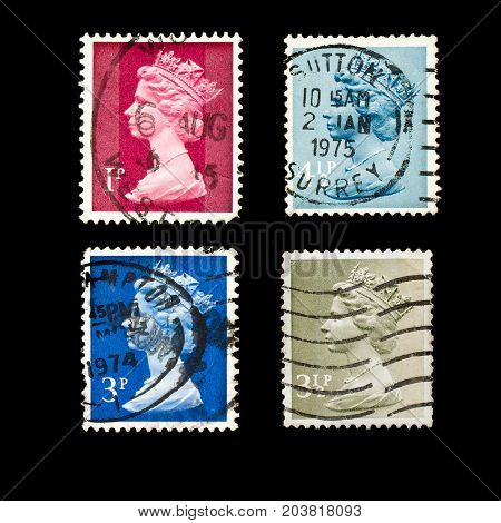 2236. ENGLAND - CIRCA 1971 - 1975: Set of English Used Postage Stamps showing Portrait of  Queen Elizabeth 2nd, circa 1971 - 1975