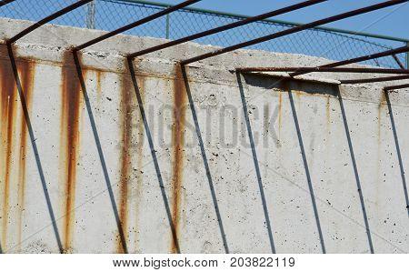 construction reinforcement in concrete makes shadows line