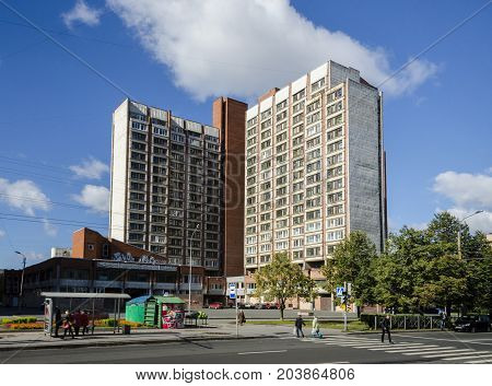9TH SEPTEMBER 2012, SAINT PETERSBURG, RUSSIA - Apartment block and street in Saint Petersburg Russia