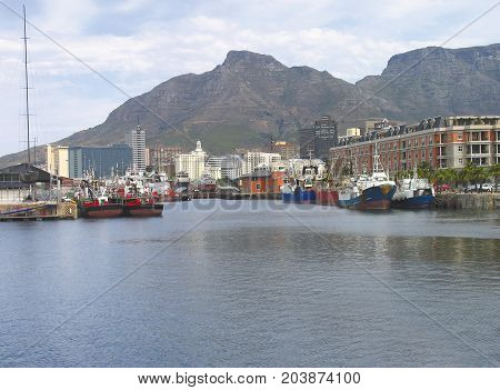 FROM THE VICTORIA AND ALFRED WATERFRONT, CAPE TOWN SOUTH AFRICA, ON A CLOUDY DAY 42ehj
