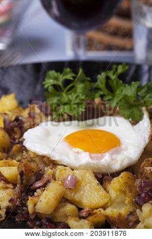 closeup of tiroler groestl a potato dish