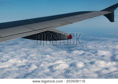 Über den Wolken flugzeug  fliegen flügel  anblick luft