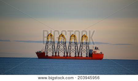 Schiff mit Lieferung vor Mukran Insel Rügen