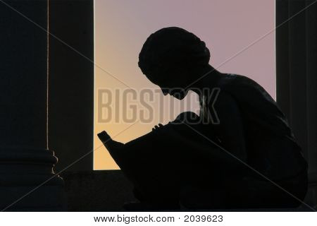 Ch Reading Girl Horizontal 907