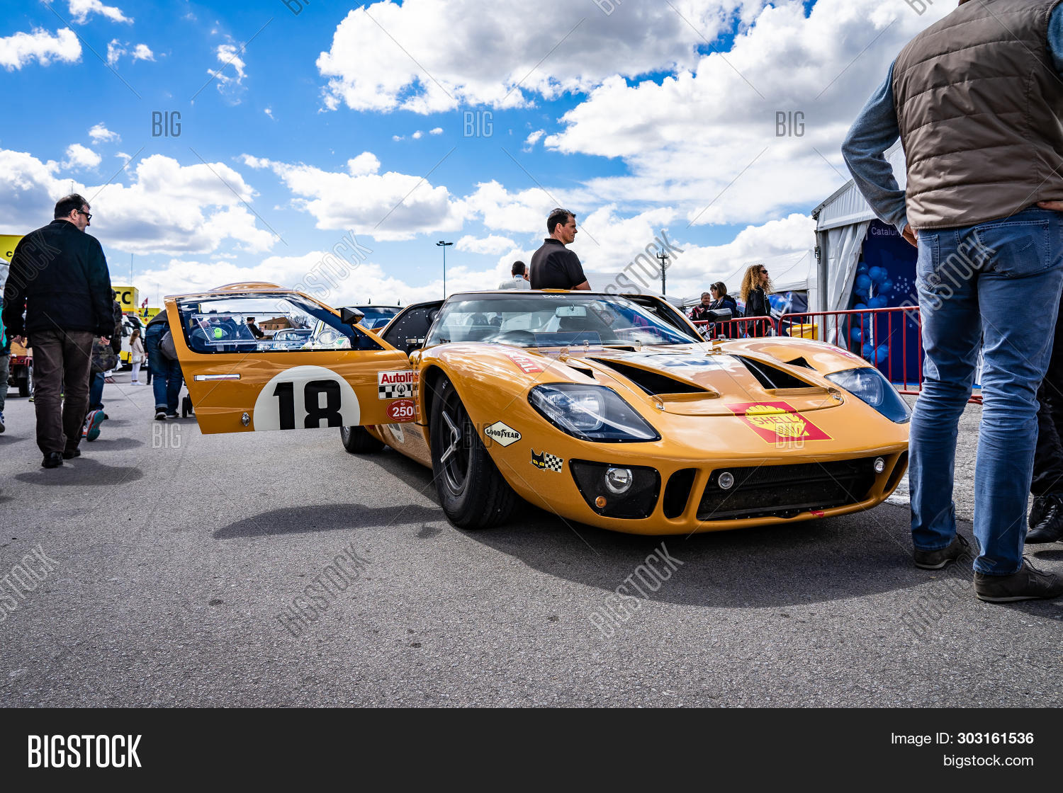 April 2019 Ford Gt 40 Image Photo Free Trial Bigstock
