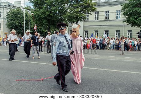 Voronezh, Russia: June 12, 2015. Parade Of Street Theaters On On The Main Street Of The City