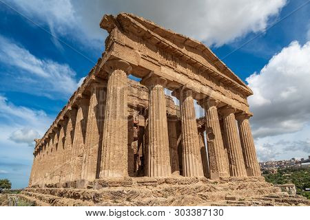 The Temple Of Concordia, An Ancient Greek Temple In Agrigento, Sicily
