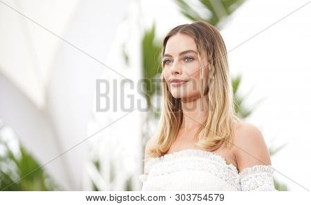 Margot Robbie attends thephotocall for