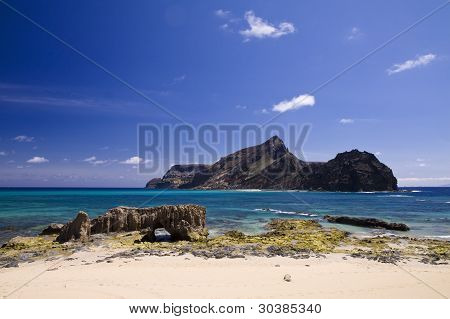 Ilheu De Baixo Island