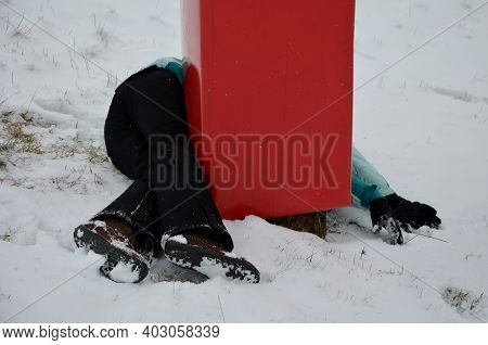The Woman Crashed At High Speed Into A Foam Barrier On A Pole Near The Ski Slope. She Is Injured, Bu