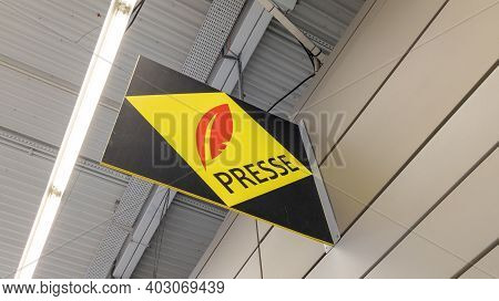 Bordeaux , Aquitaine  France - 01 10 2021 : Presse Text On Shop Red Yellow Logo Sign Front Of French