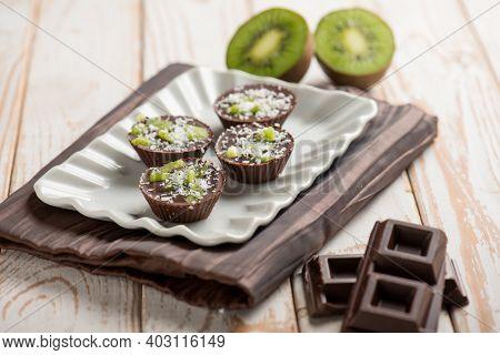 kiwi chocolates with grated coconuts