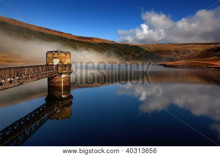 reflection mist clouds dovestone