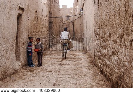 Erfoud, Morocco - Oct 17, 2019: People On Alley, Streetlife In Ksar Maadid, Erfoud, Rissani, Morocco