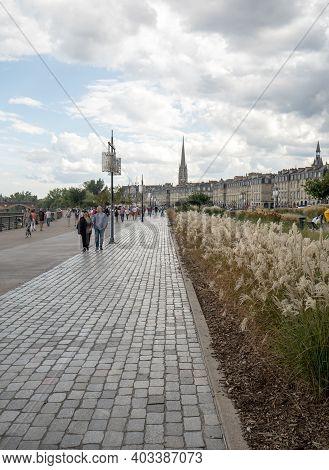 Bordeaux, France - September 9, 2018: A Crowd Of People On Quai De La Douane And Richelieu In  Borde
