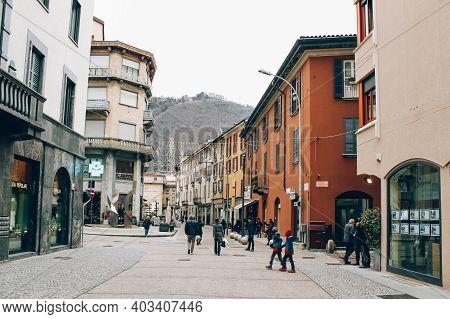 Como, Lombardy Region, Italy - January 14, 2020 : People Walking Ancient Streets Of Como City, Cityv