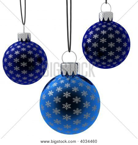 Aislado colgando adornos de Navidad azul