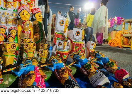 Kolkata, West Bengal, India - 31st December 2018 : Wooden Owls And Other Artworks Of Handicraft, On