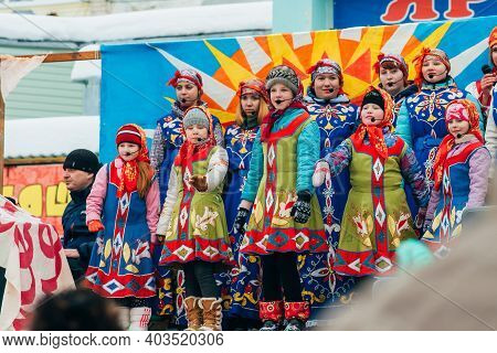 Vichuga, Russia - February 17, 2018: Crowd Of Girls On Stage Sing Songs In Traditional Slavic Costum