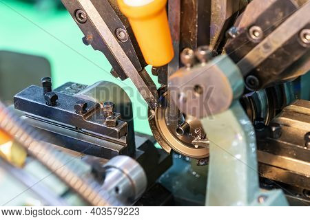 Single Spindle Automatic Lathe Machine And Multi Flat Milling Or Cutting Tools Device For Automobile