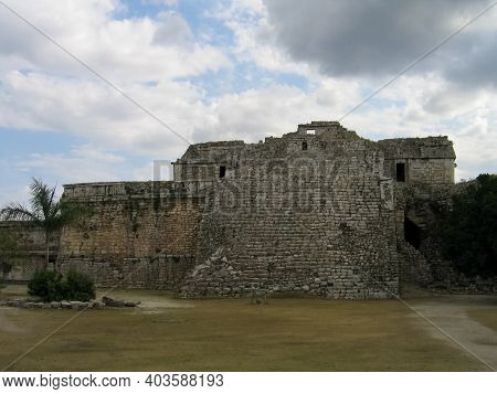 Ancient Mayan Ruins Of Chichen Itza In The Yucatan Of Mexico.