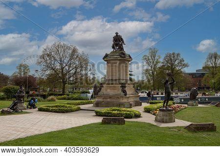 Stratford Upon Avon, Uk - April 30, 2018: William Shakespeare Memorial At Bancroft Gardens. Sculptor