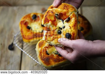 Appetizing Mini Pizzas On A Cooling Rack. Homemade Mini Pizzas. Baking At Home.