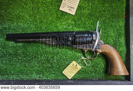 Placerville, Usa - November 25, 2020: Vintage Black Powder Cap And Ball Colt 2nd Generation Model 18