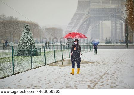 Paris, France - January 16, 2021: People Passing By The Eiffel Tower In Paris On A Day With Heavy Sn