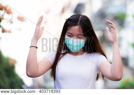 Beautiful Young Woman Wearing Green Medical Face Mask For Coronavirus Disease (covid-19) And Pm2.5 D