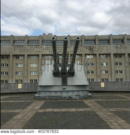 Russia, St. Petersburg, 20.04.2018 Russia, St. Petersburg, 20.04.2018 Monument To The Crew Of The Cr