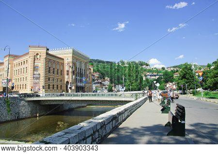 Sarajevo, Bosnia And Herzegovina - 12 July 2017 : The Town Hall Of Sarajevo (vijecnica) And Miljacka