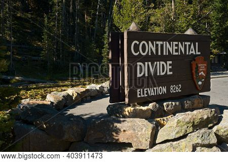 Yellowstone National Park, Wy, Usa - September 11, 2020: A Sign Marking The Continental Divide At Cr
