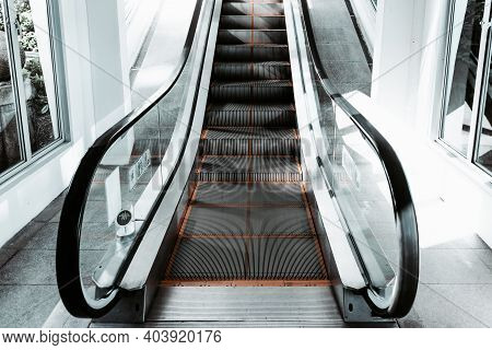 Stairway Electric Escalator Of Exhibition Buildings Hall , Modern Indoor Escalators And Interior Dec