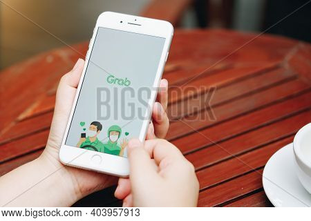 Chiang Mai, Thailand - Aug 1,2020: Woman Holding Apple Iphone 6s Rose Gold With  Grab Apps On Screen