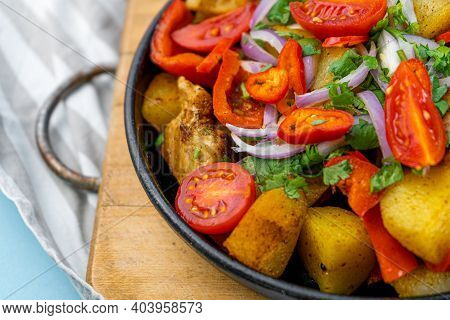 Pork Ojakhuri With Vegetables. Meat, Potatoes, Onions, Herbs, Peppers Cooked And Served In A Skillet