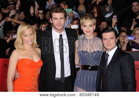 LOS ANGELES - NOV 18:  Elizabeth Banks, Liam Hemsworth, Jennifer Lawrence & Josh Hutche arrives to