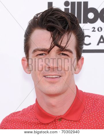 LAS VEGAS - MAY 18:  Drake Bell arrives to the Billboard Music Awards 2014  on May 18, 2014 in Las Vegas, NV.