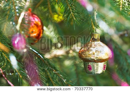 Christmas Decoration - Small House And Red Ball