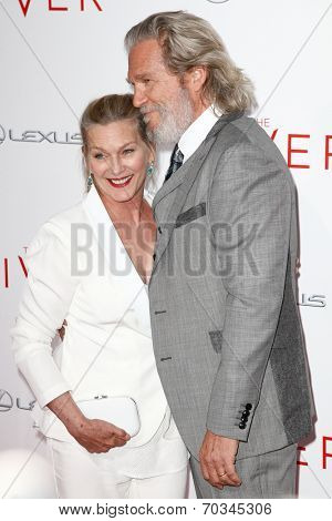 NEW YORK-AUG 11: Actor Jeff Bridges (R) and wife Susan Geston attend the premiere of