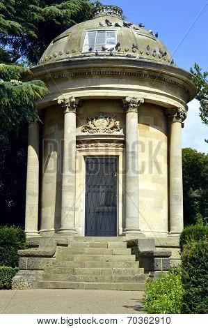 Jephson Memorial in Jephson Gardens